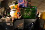 De Endless Pile of Goodies van Skate en JJ